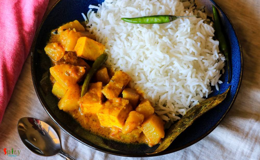 Chanar Dalna / Aloo Paneer curry