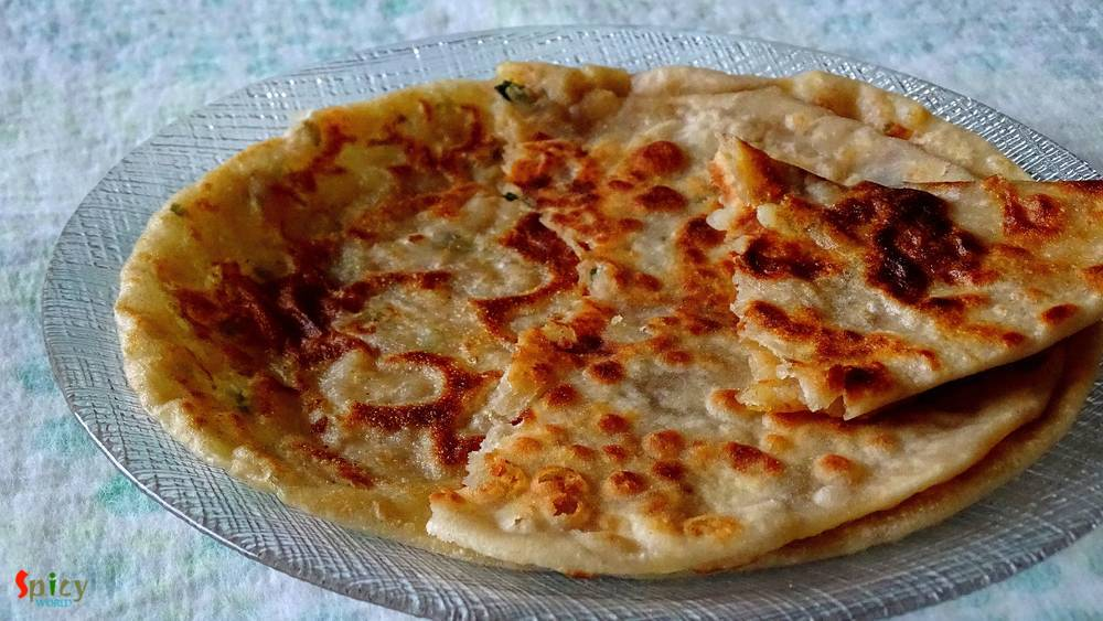 Aloo ka Paratha / Spicy potato stuffed Bread