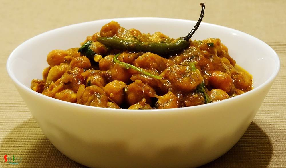 Chana masala / Chole masala (Curry of Garbanzo Beans)