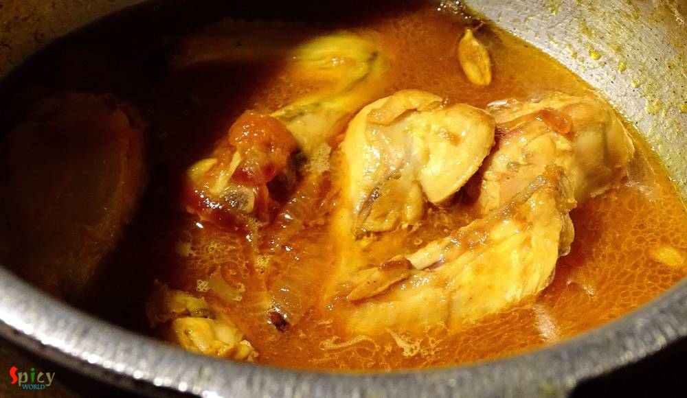 Cooking Step: Chicken do Rangeela / Double colored Chicken