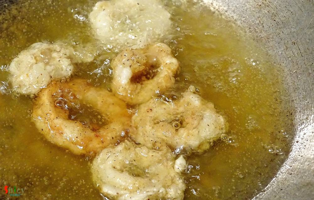Cooking Step: Crispy Fried Calamari (Squid)