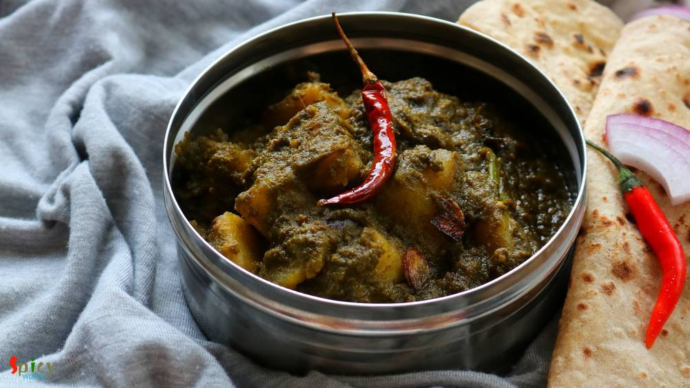 Dhaba style Aloo Palak / Potato cooked in Spinach gravy (ধাবা স্টাইল আলু পালক)
