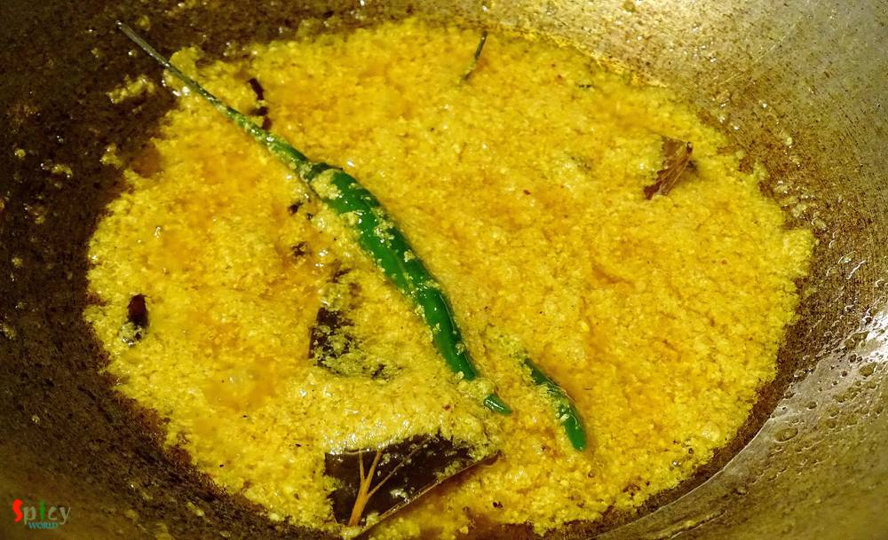 Cooking Step: Fish curry with yogurt / Doi Maach