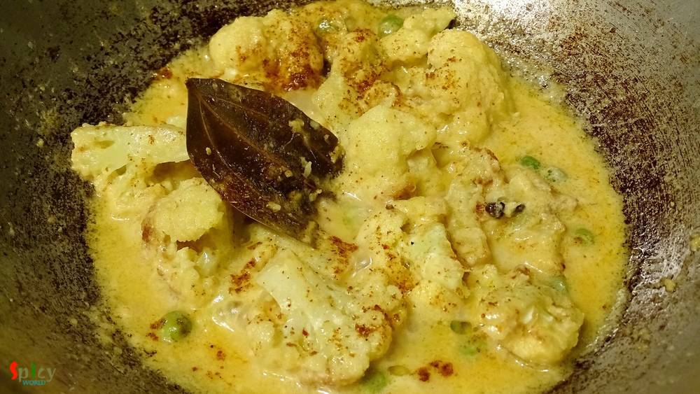Cooking Step: White Cauliflower Curry / Fulkopir Roast (Kolkata Style)