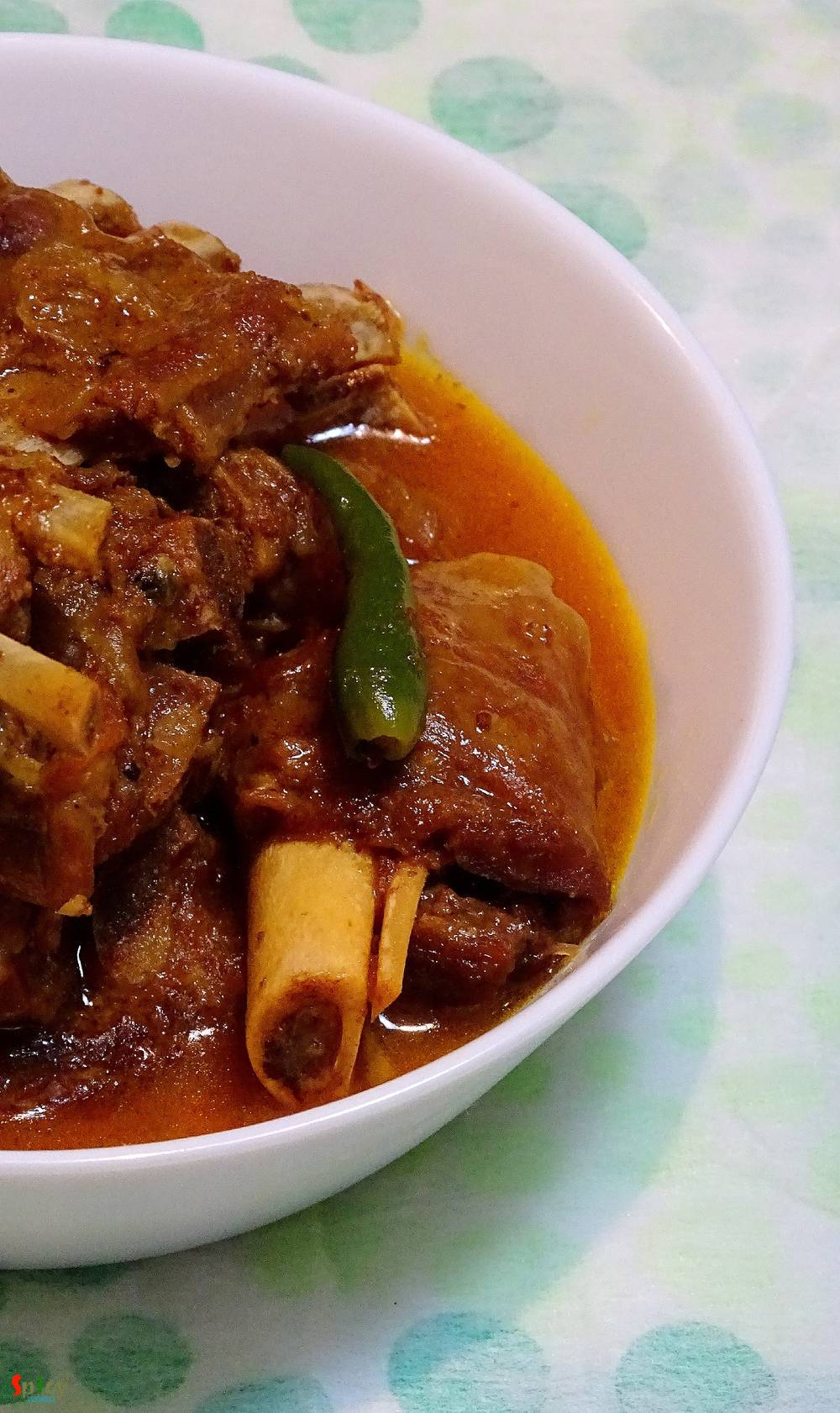 Adabata aar kacha-lonkar Mutton / Mutton curry with ginger and green chilies