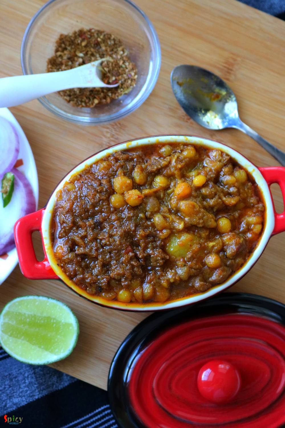 Mangsher Ghugni / Yellow peas curry with Mutton