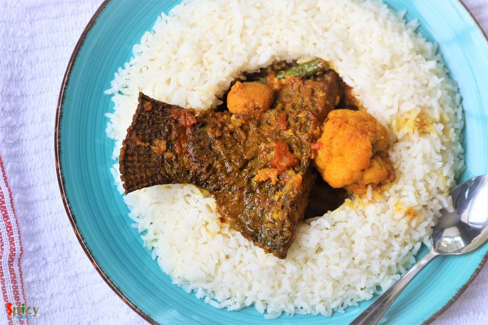 Sobji diye Macher Jhol / Fish curry with Vegetables